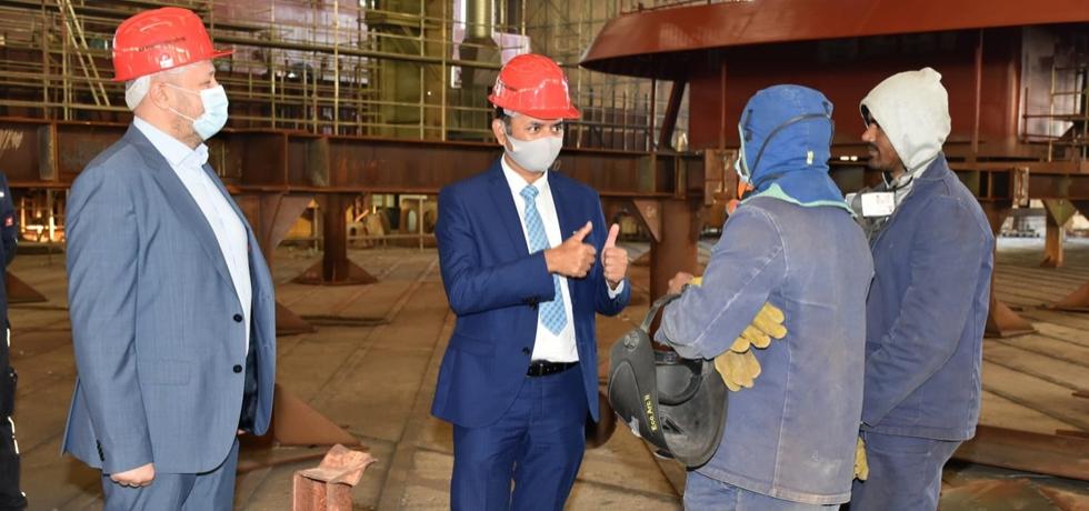 Ambassador Raj Kumar Srivastava interacting with Indian workers in Brodosplit shipyard