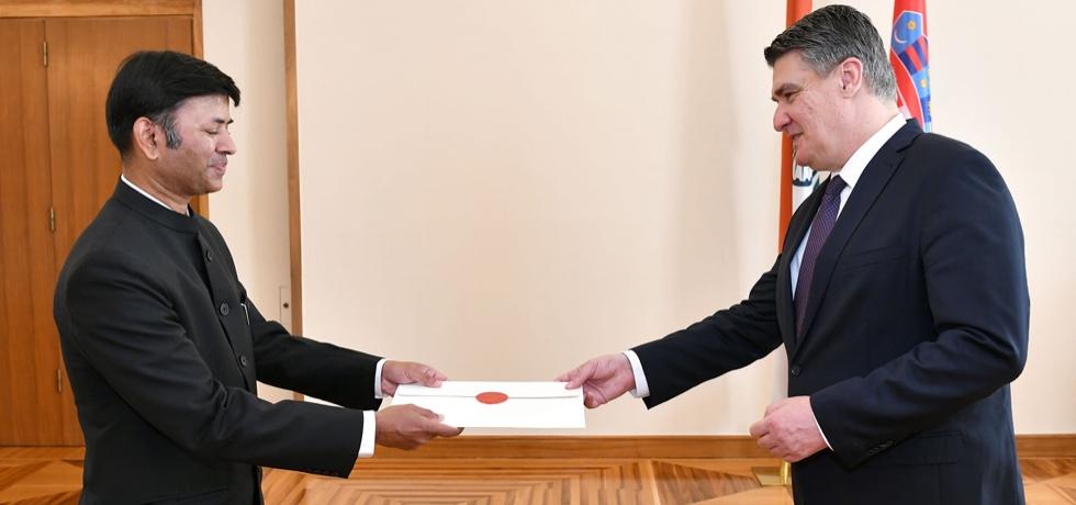 Ambassador Raj Kumar Srivastava presenting credentials to H.E. Mr. Zoran Milanovic, President of the Republic of Croatia