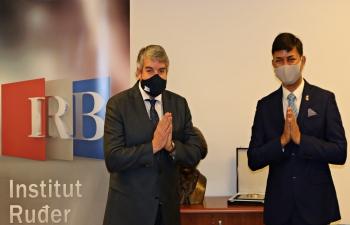 H.E. Ambassador Raj Kumar Srivastava met Dr. David Matthew Smith Head of Institut Ruđer Bošković & discussed ways to strengthen further the scientific cooperation between India & Croatia. Ambassador also had a chance to talk to Indian scientists working at IRB.