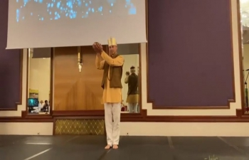 Shanti Yoga Group, which performs choreographed Yoga positions, led by Izabela Marić, Nana Sklevicky Majer, Helena Cuculić and Svemir Vranko, presented mythological story of lord Dhanvantari, the heavenly physician, during first day of 1st International Yoga & Ayurveda Conference in Zagreb on 3rd October 2021.